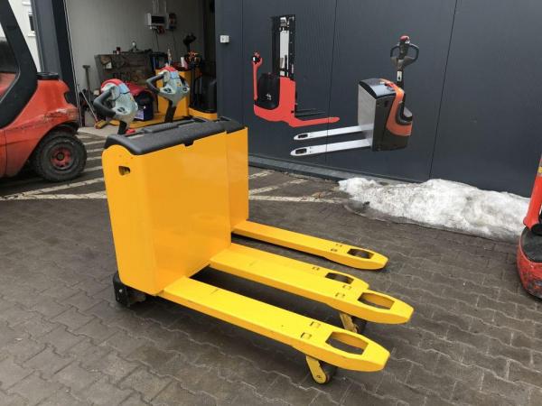 Самоходные электрические тележки для ускорения процесса работы на складе