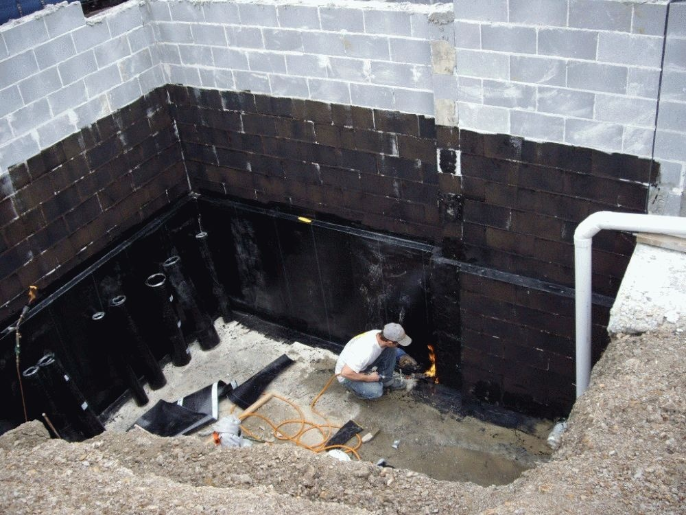 Битумная гидроизоляция подвала и фундамента.