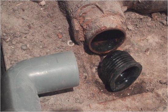 Способы подключения к канализации старых чугунных труб